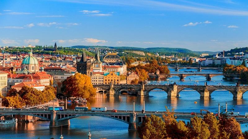 Hundraåriga hemligheter -Prag, Dresden & Berlin